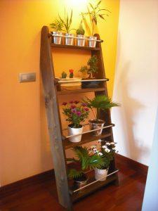 huerto vertical con tablon de madera